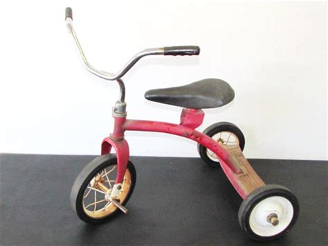Lot Detail - THE CUTEST LITTLE RED TRICYCLE! VINTAGE