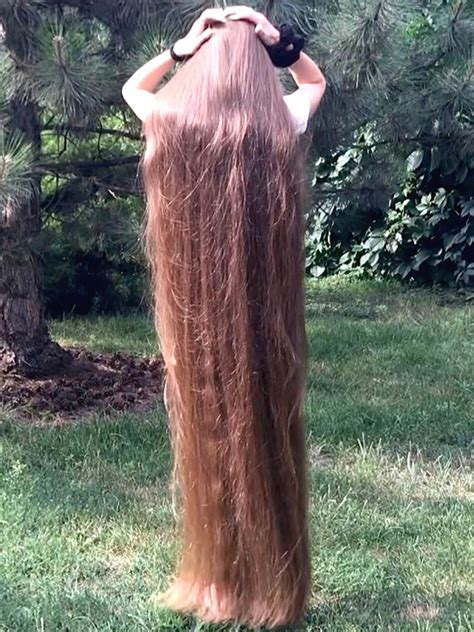 VIDEO - Extremely long and healthy hair - RealRapunzels